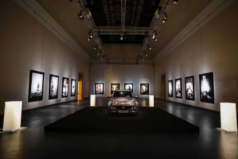 Bryan Adams rockt mit Opel Adam das Haus der Kunst in München